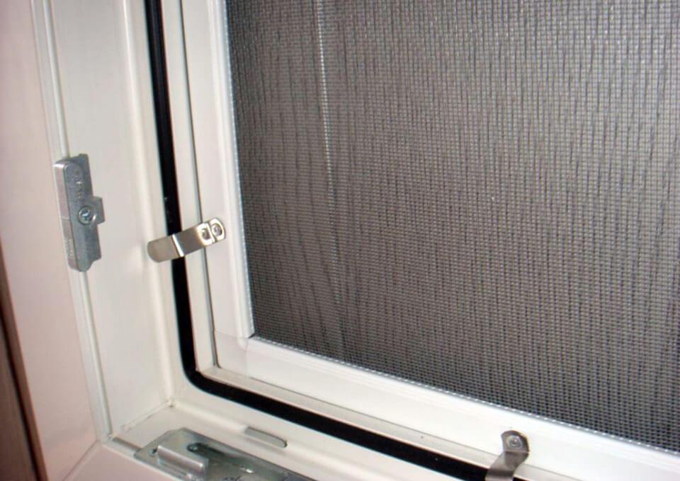Москитная сетка на пластиковые окна картинки 19