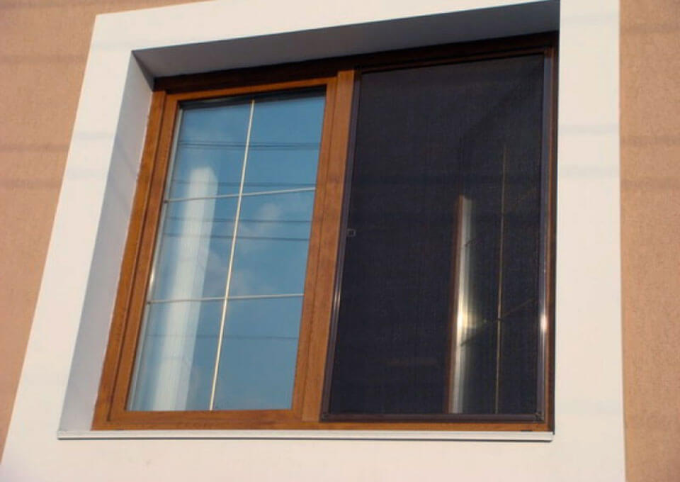 Сетка для коричневых пластиковых окон