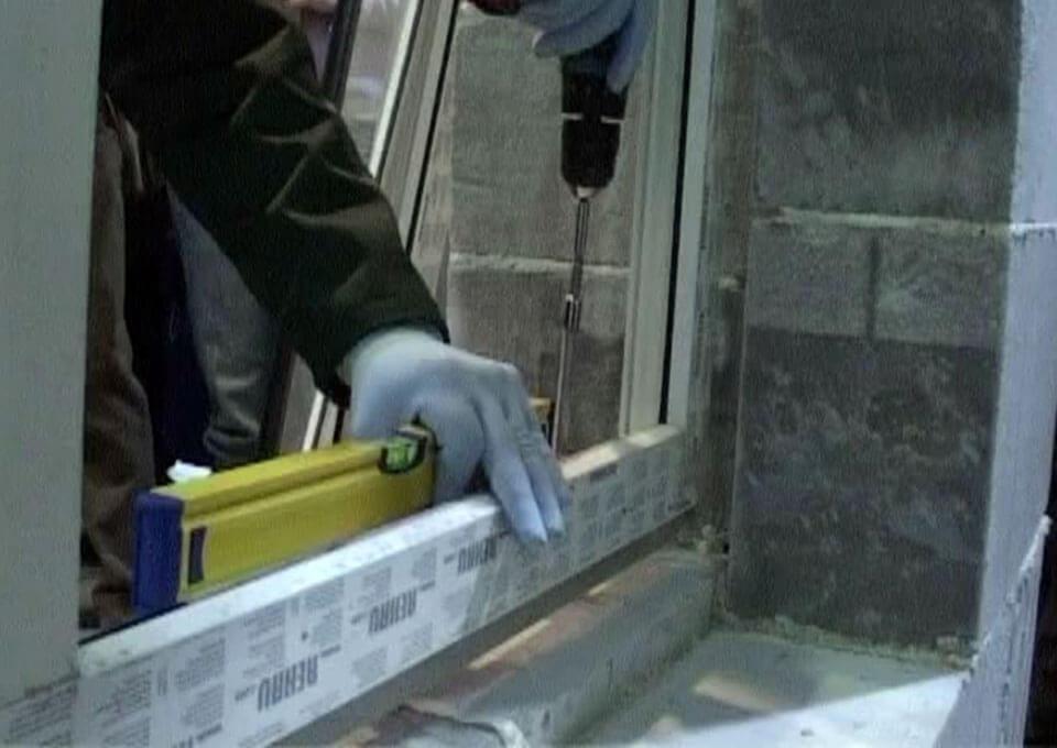 С чего начать монтажа балконных окон видео.